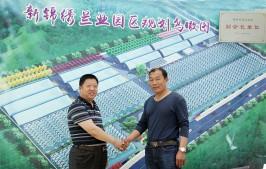 绿泉空调科技总经理张行刚与青州市锦绣兰业总经理郭总合影留念